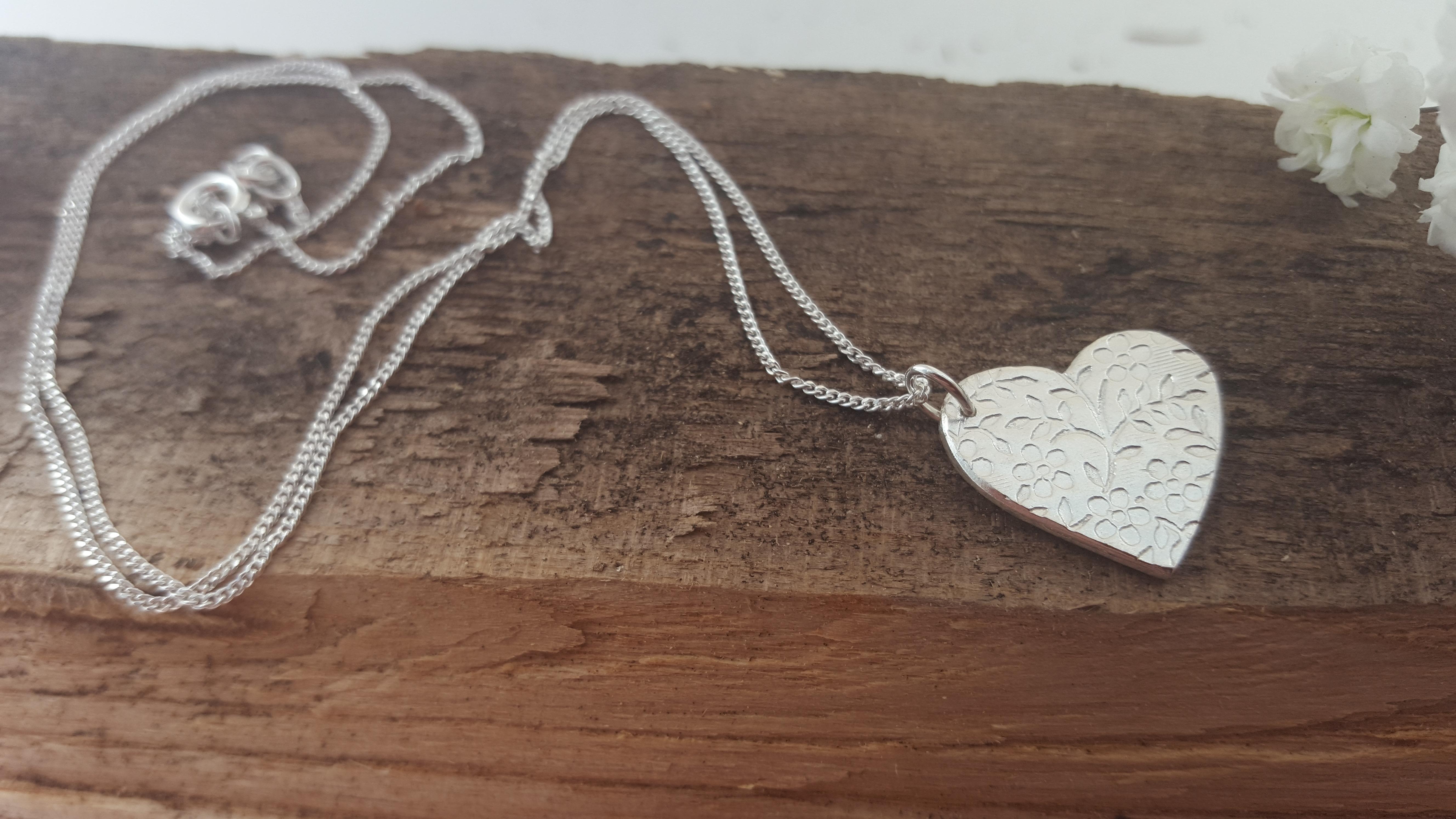 Floral pattern silver heart pendant