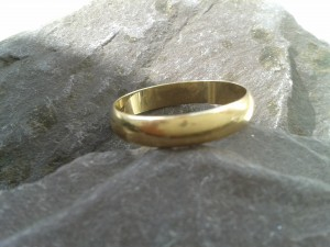 Gold wedding ring for upcycling