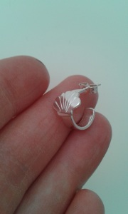 Scallop top of ear ring